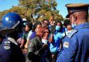 احتجاج العاملين بالصحة فى زيمبابوى اعتراضا على تردى الأوضاع الاقتصادية.. صور